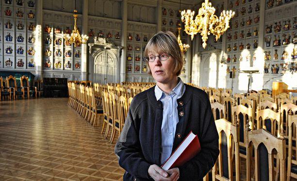 Johanna Aminoff-Winbergin mielestä sukunimen vaihtaminen aatelisnimeen on lainahöyhenissä kaikailemista.