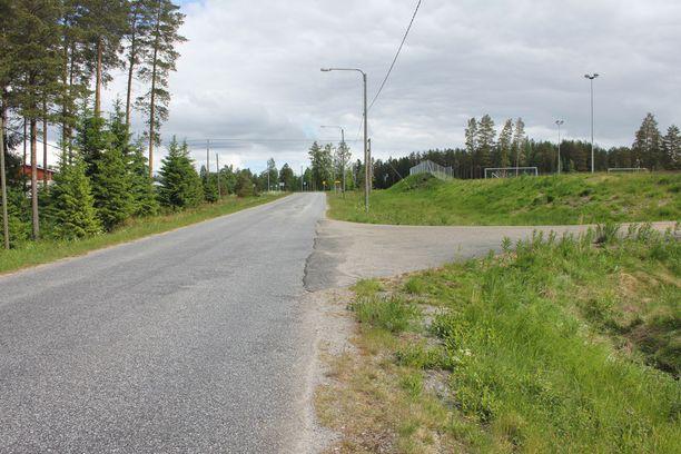 Polkupyörällä liikkeellä ollut 6-vuotias tyttö löydettiin ojasta pahoin loukkaantuneena Kauhavan Kortesjärveltä lauantaina.