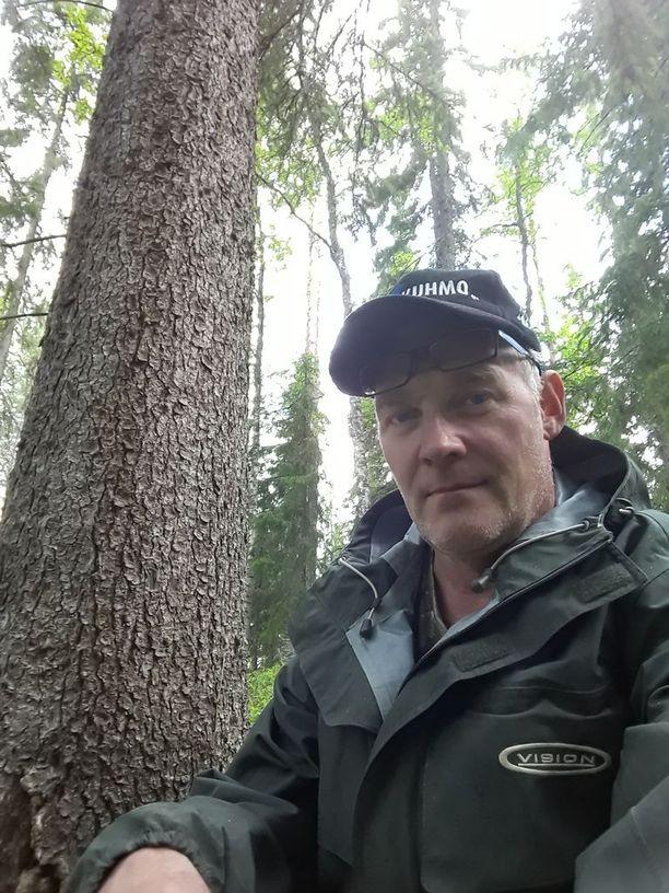 Kari Kemppainen on tehnyt luontodokumentteja niin karhuista, ahmoista kuin esimerkiksi ruokeista, joita kutsutaan lentäviksi pingviineiksi.