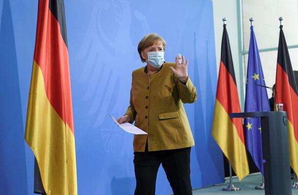 Angela Merkel ei kerro ketä kannattaa seuraajaehdokkaakseen.