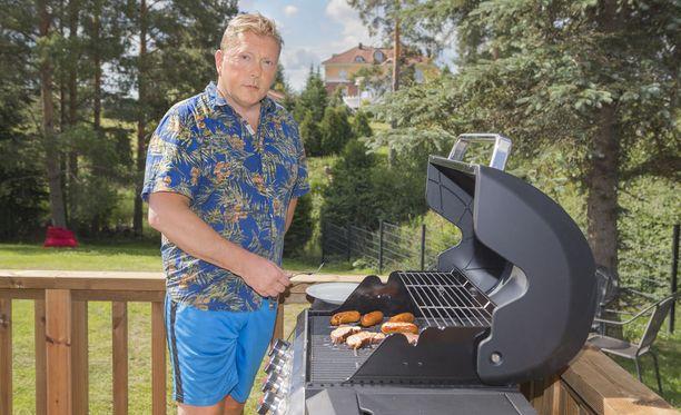 Vesa Keskisen kesä on kiireinen, mutta välillä ehtii myös grillata.