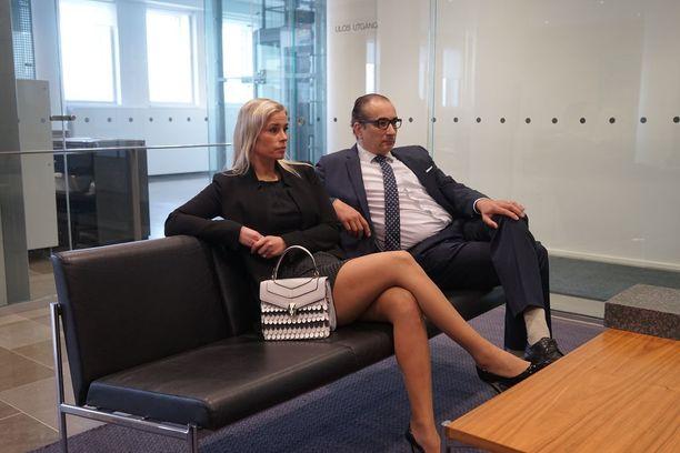 Heikki Lampela ja Hanna Kärpänen olivat molemmat paikalla Helsingin hovioikeuden istunnossa viime marraskuussa.