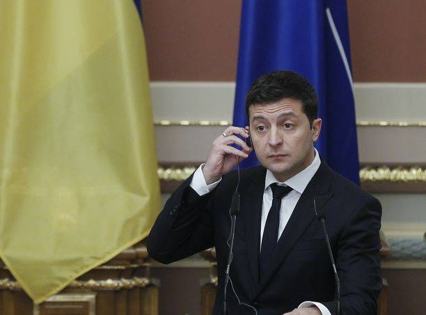 Ennen presidentiksi valintaa Ukrainan presidentti Volodymyr Zelensky näytteli Ukrainan presidenttiä komediasarjassa.