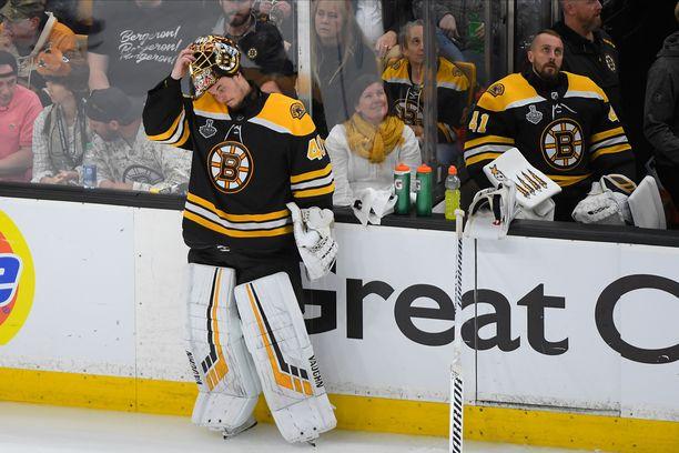 Tuukka Rask ei onnistunut torjumaan Boston Bruinsia Stanley Cupin mestariksi.