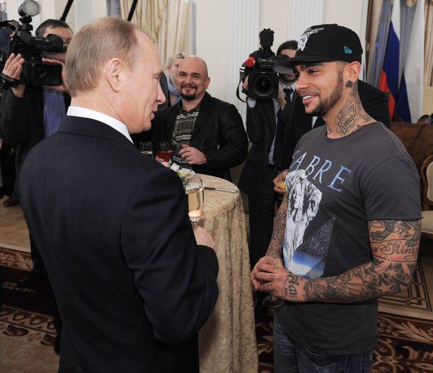 Timati kuuluu Vladimir Putinin kannattajiin eikä peittele asiaa.