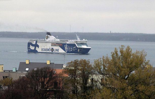 Risteilyjen kohdalla tilastot osoittavat jyrkästi alas. Romahdus suomalaisten kesäristeilyissä Tallinnaan on peräti 37 prosenttia.