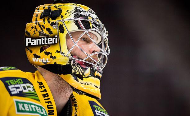 Eero Kilpeläinen ylistää ruotsalaista jääkiekkoa.