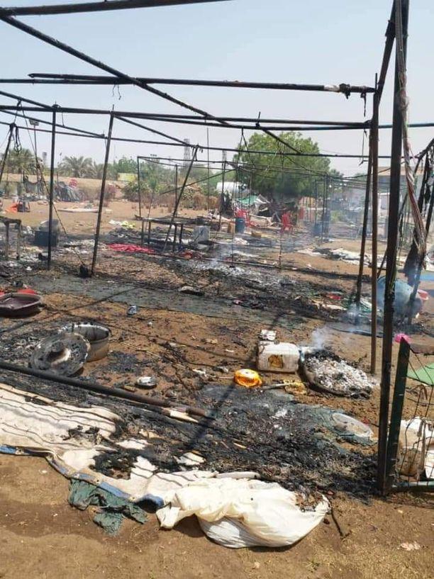 Varhain kesäkuun 3. päivän aamuna armeija ja turvajoukot ampuivat kyynelkaasulla ja kovilla ja hajottivat mielenosoittajien leirin armeijan päämajan läheltä.