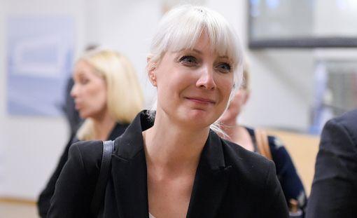 """Laura Huhtasaari kertoo ajaneensa """"reilua ylinopeutta"""" alkusyksystä."""