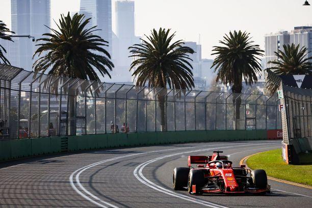 Sebastian Vettel ei saanut Ferraria kunnon vauhtiin Albert Parkin radalla.