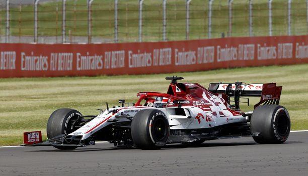 Siipirikko Kimi Räikkönen ei pisteitä napannut Silverstonesta.