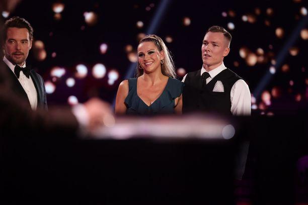 Janina Fry tanssii yhdessä Anssi Heikkilän kanssa.