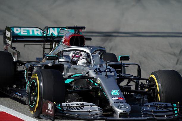 Mercedes oli talvitestien avauspäivänä sekä nopea että luotettava.