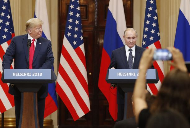 Trump ja Putin aloittivat yhteisen tiedotustilaisuuden kello 18 aikoihin Presidentinlinnassa.