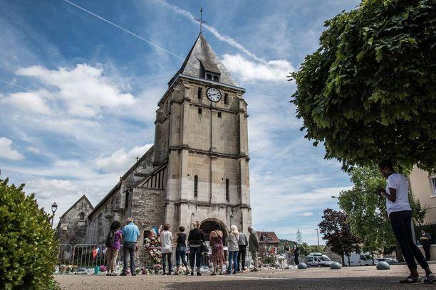 Terroristikaksikko hyökkäsi heinäkuun 26. päivänä kirkkoon Ranskan Saint-Etienne-du-Rouvrayssa.