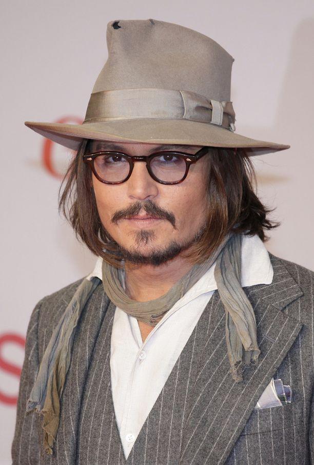 Vielä seitsemän vuotta sitten Depp näytti näin tyylikkäältä. Tuolloin hänen liittonsa Vanessa Paradisen kanssa oli vielä voimissaan.