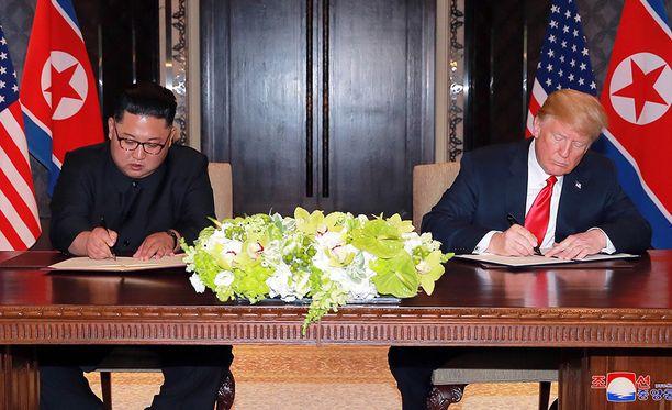 Trumpin ja Kimin allekirjoittamaa sopimusta on moitittu yksityiskohtien puutteesta.