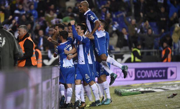 Espanyol-pelaajat nauttivat suuren naapurin kaatumisesta.