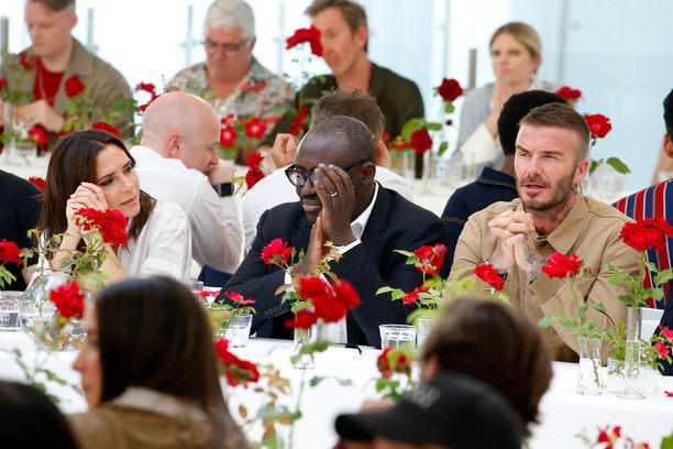 Huhut Beckhamien avioerosta voimistuivat viikonloppuna. Pari ei näyttänyt olevan juoruista moksiskaan.