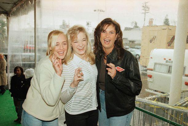 Kantrilaulajat Mindy McCready, LeAnn Rimes ja Terri Clark vuonna 1997.