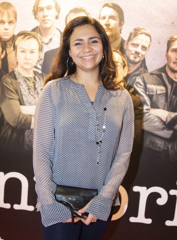 Gimmel-tyttöbändistä tuttu Usman Olava on kaikessa hiljaisuudessa valmistunut näyttelijäksi. -Tämä on ensimmäinen isompi roolini, Usman ilakoi. Hän on Konttori-sarjan Leyla Hassan.