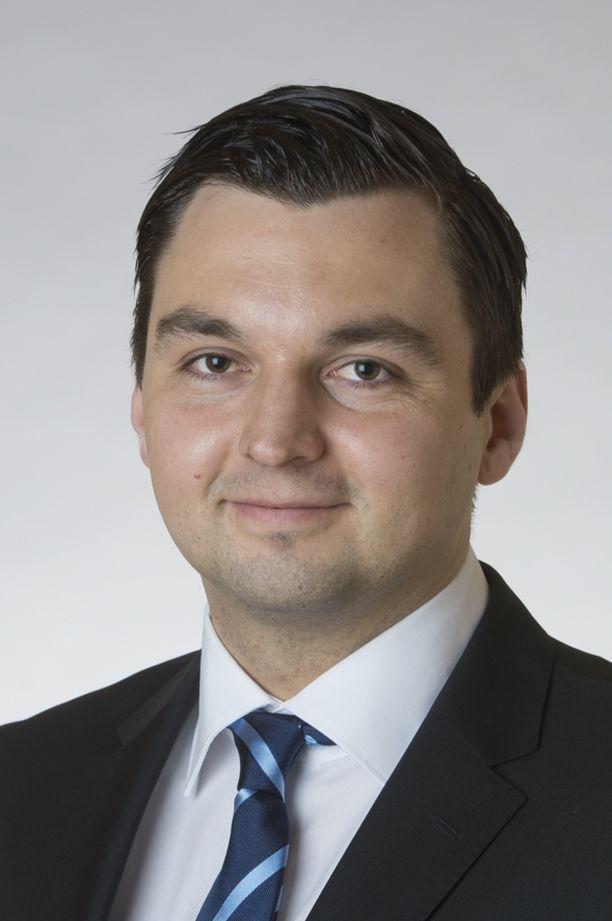 RKP:n kansanedustaja Joakim Strand lähestyi eduskunnan puhemiestä poikkeuksellisella viestillä.