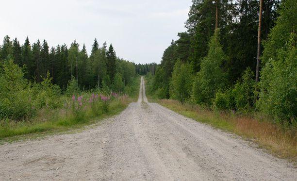 Tie, jolla onnettomuus tapahtui, oli yleiselle liikenteelle avoin metsäautotie.