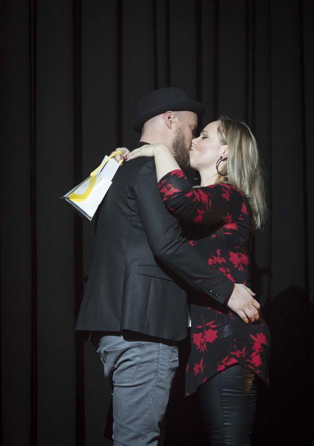 Patrik ja Mirja suutelivat studiossa.