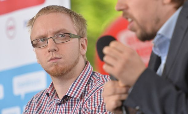 Perussuomalaisten kansanedustaja Simon Elo ei pidä hallituksen jättämistä järkevänä vaihtoehtona.