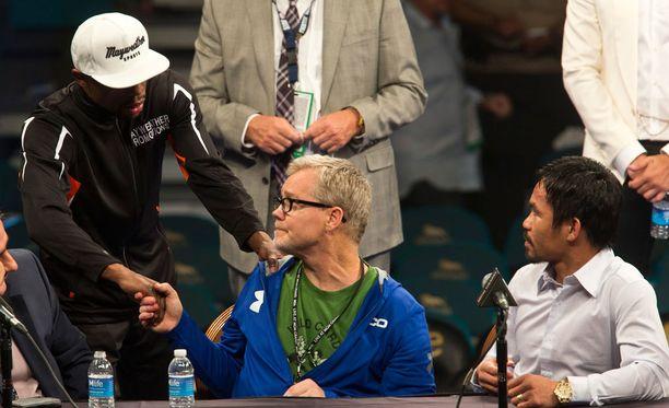 Floyd Mayweather tuntee Freddie Roachin ja arvostaa tätä suuresti. Kuvassa myös Manny Pacquiao.