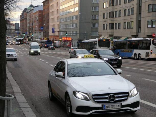 Jatkossa taksi voi metsästää missä tahansa ja millä ajopelillä tahansa.
