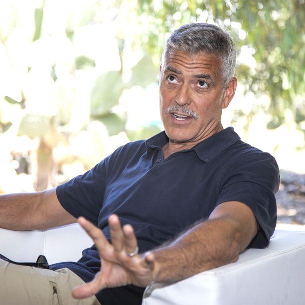 George Clooney on tunnettu näyttelijä ja ohjaaja. Hänellä ja Amal Clooneylla on vuonna 2017 syntyneet kaksoset, Ella ja Alexander.