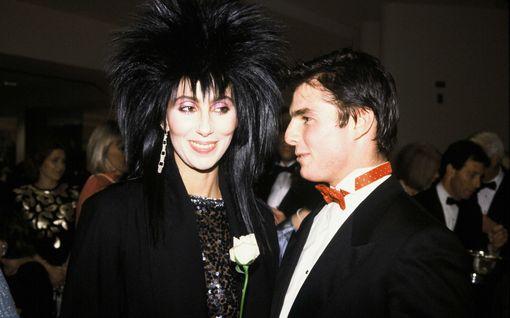 Nämä julkkisten kohuromanssit ovat vaipuneet unholaan: Cher, 39, aloitti kuuman suhteen Tom Cruisen, 23, kanssa Madonnan häissä