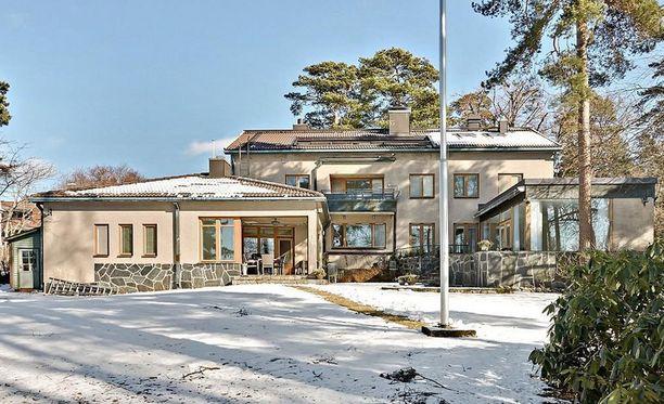 Talon on suunnitellut arkkitehti Ilkka Martas. Se valmistui vuonna 1952 ja lisäsiipi rakennettiin 60-luvulla.