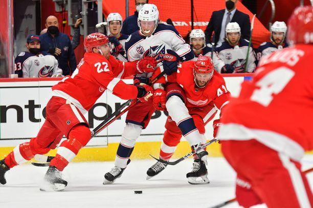 Patrik Laine ja Columbus Blue Jackets aloittavat NHL-kauden perjantaina aamuyöllä Suomen aikaa. Columbuksella on edessä hankala kausi. Joukkue ei kuulu taalaliigan ennakkosuosikkien joukkoon. Se oli viime kaudella NHL:n neljänneksi huonoin joukkue.