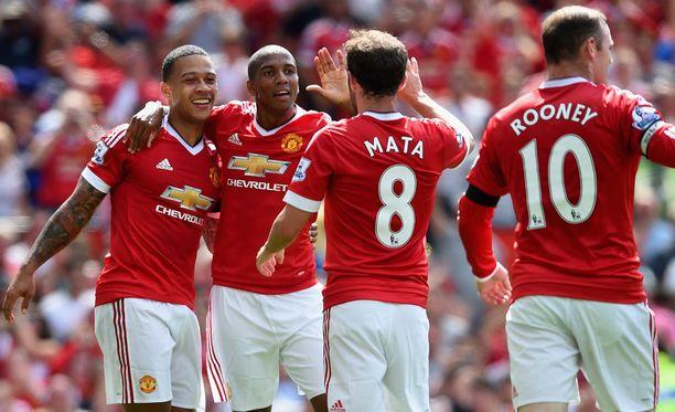 ManU-pelaajat pääsivät juhlimaan voittoa kauden avausottelussa Tottenhamia vastaan.