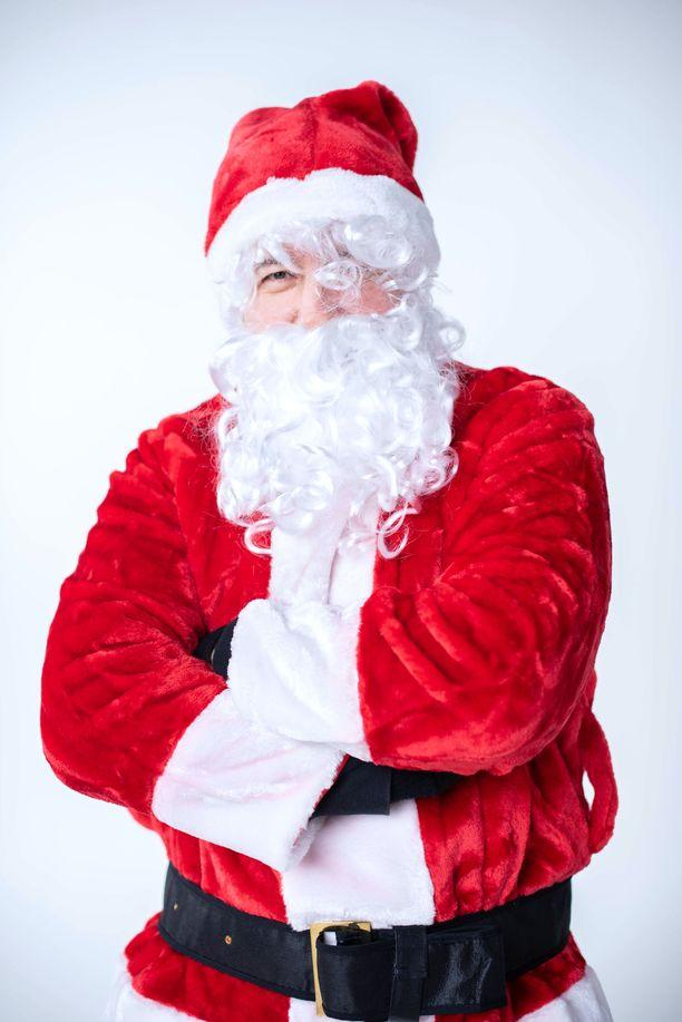 Esko Eerikäistä pyydettiin myös tänä vuonna Joulupukiksi. Tällä kertaa hän juhlii joulua Los Angelesissa lapsensa kanssa.