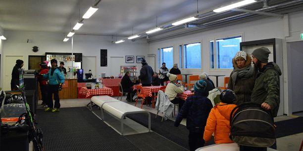 Vuokraamon yhteyteen avattiin SKi Cafe.