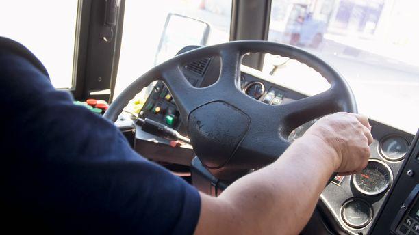 Bussikuski sai tuomion liikenneturvallisuuden vaarantamisesta. Kuvituskuva.