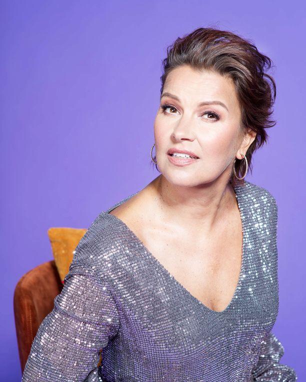 Korisevan juhlavuosi huipentuu syksyn juhlakiertueeseen Guardia Nueva -tango-orkesterin kanssa, sekä joulukonsertteihin akustisen kokoonpanon kanssa.