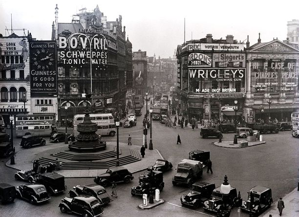 Piccadilly Circus vuonna 1949.