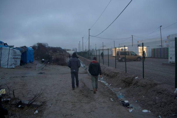 Iltalehti vieraili tiistaina pahamaineisella Calais'n pakolaisleirillä.