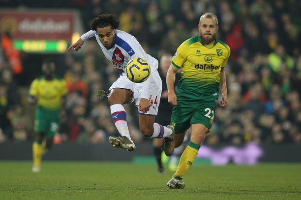Teemu Pukki (oik.) jäi keskiviikkona Crystal Palacen Jairo Riedewaldin varjoon.