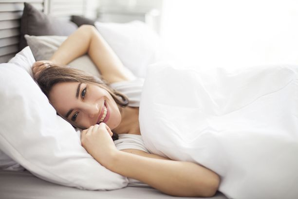 Jos teineillä ruutuajan vähentäminen paransi unen laatua, samaa reseptiä voisi kokeilla varmasti vanhempikin.