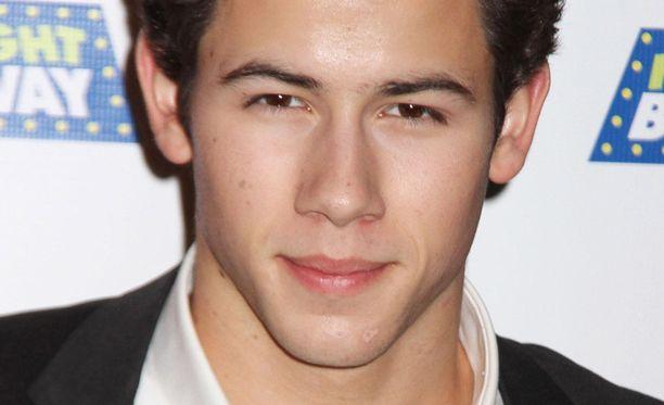 ..sillä hän sattuu olemaan naisen ex-heila Nick Jonas.