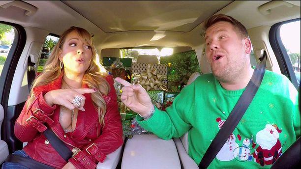 Mariah Carey esitti joululaunsa tässä kuussa Carpool Karaoke -ohjelmaosiossa James Cordenin kanssa.