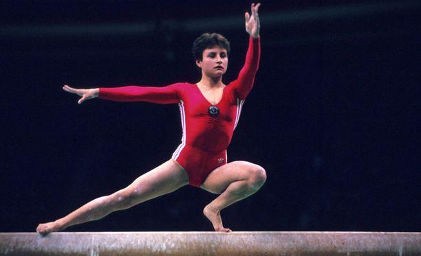 Jelena Shushunova on poissa.