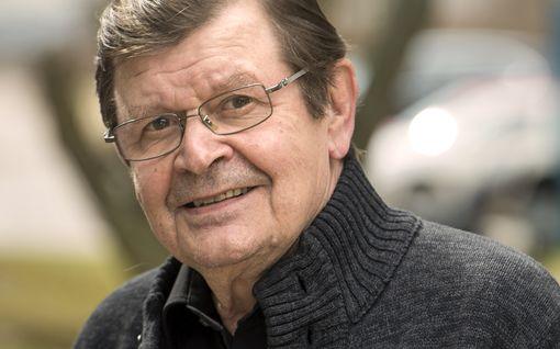 """Muistatko vielä Viljoa huutelevan miehen? 75 vuotta täyttävä Heikki Kinnunen muistelee sketsihahmojaan: """"Oman aikansa lapsia"""""""