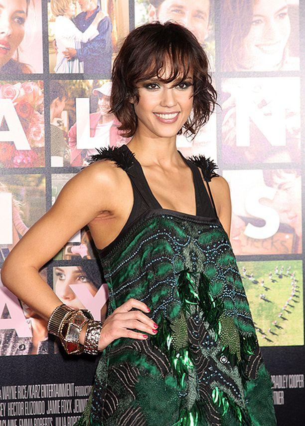 Jessica Alba säteili Ystävänpäivä-elokuvan ensi-illassa vuonna 2010.