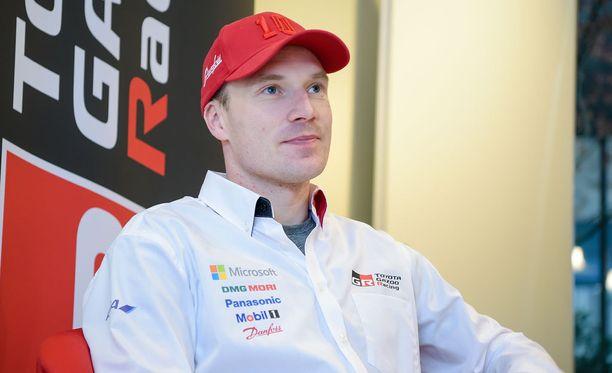 Jari-Matti Latvala pysyi Ruotsin rallin kakkospaikalla.